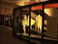 Vestuário de Freddie Mercury também faz parte da exposição